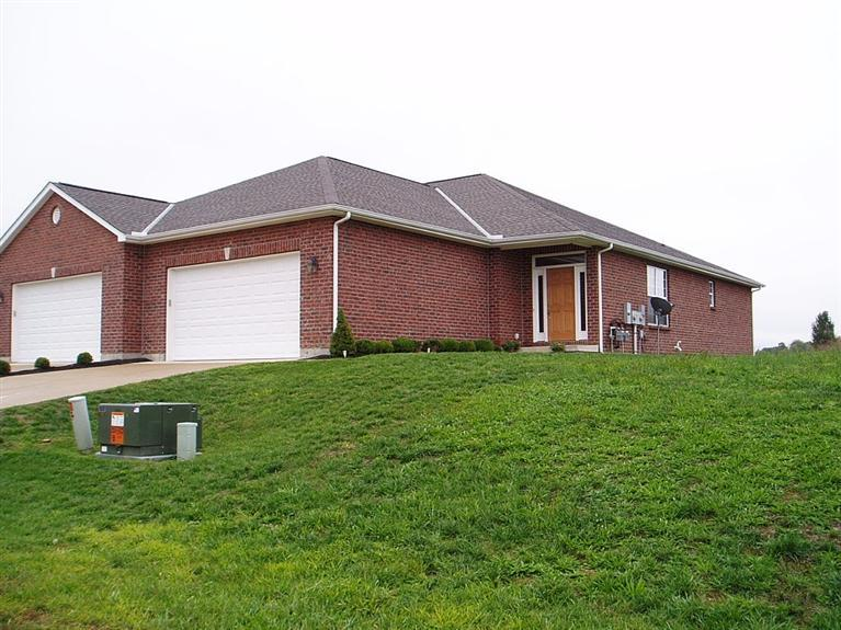 real estate photo 1 for 121 Oakmont Ct, B Lawrenceburg, IN 47025