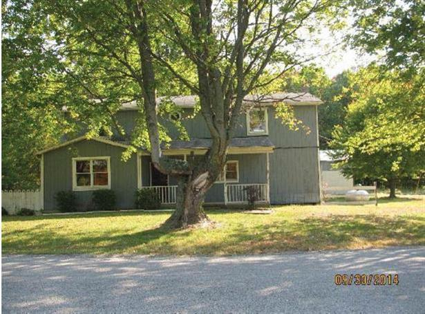 real estate photo 1 for 3221 S Farmers Retreat Rd Milan, IN 47018
