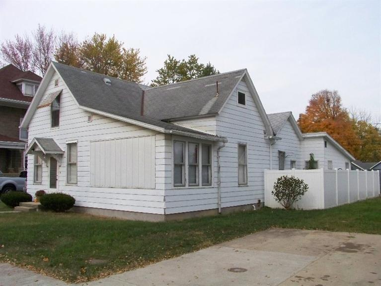 real estate photo 1 for 218 Liberty St West College Corn, IN 47003