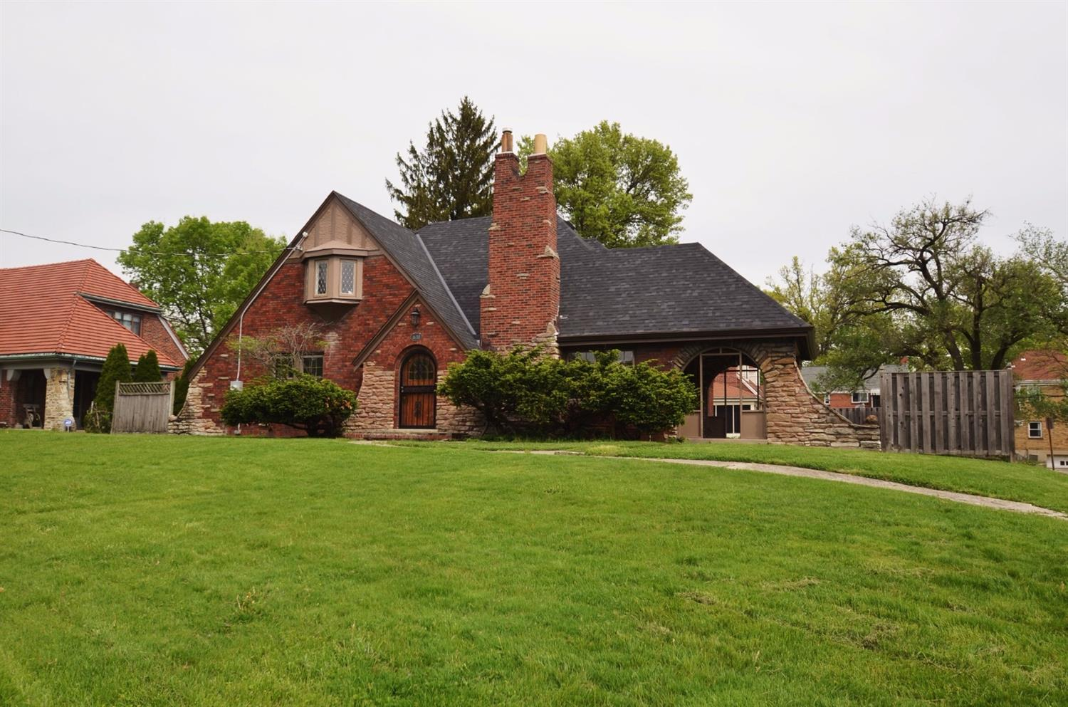 1638 Section Rd Roselawn, OH