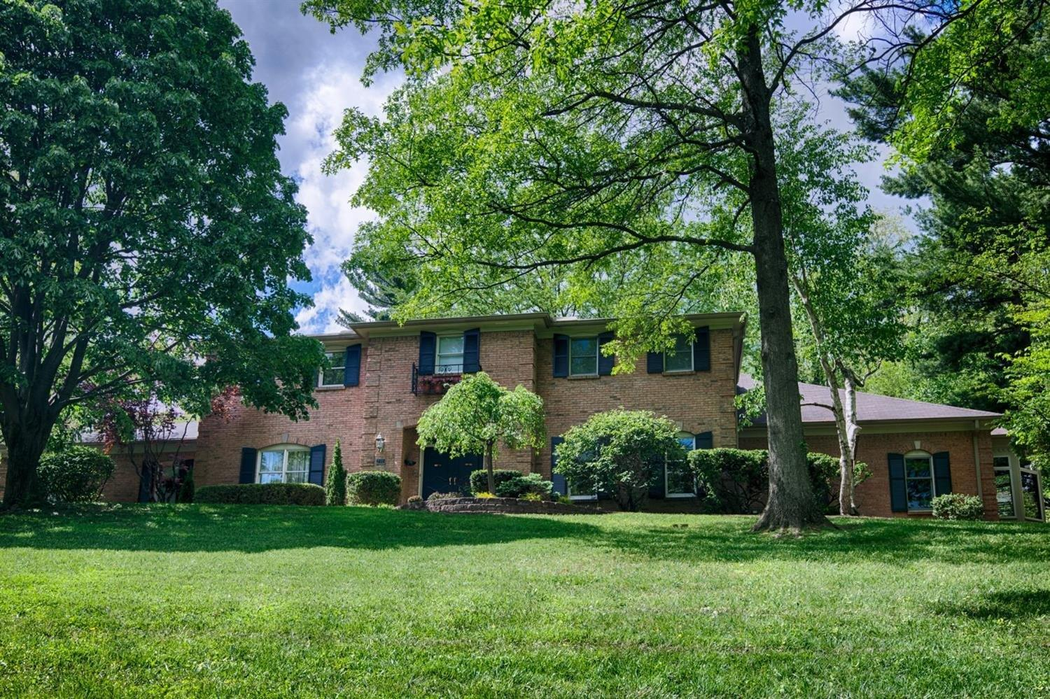 231 Hilltop Ln Wyoming, OH