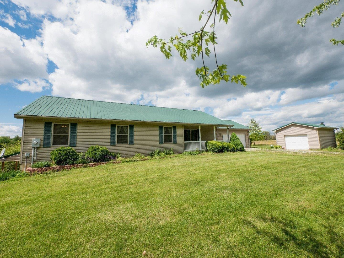 real estate photo 1 for 16588 Aberdeen Rd Ohio County, IN 47017