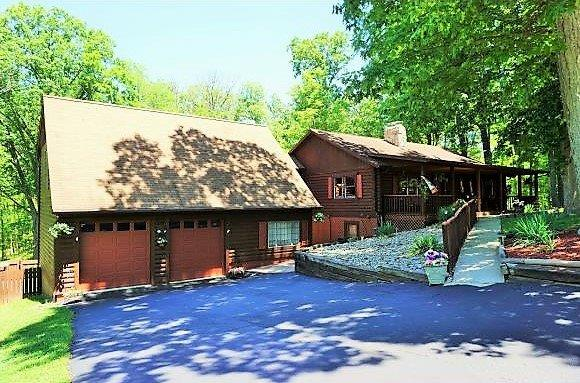 real estate photo 1 for 998 Geneva Ct Hidden Valley, IN 47025