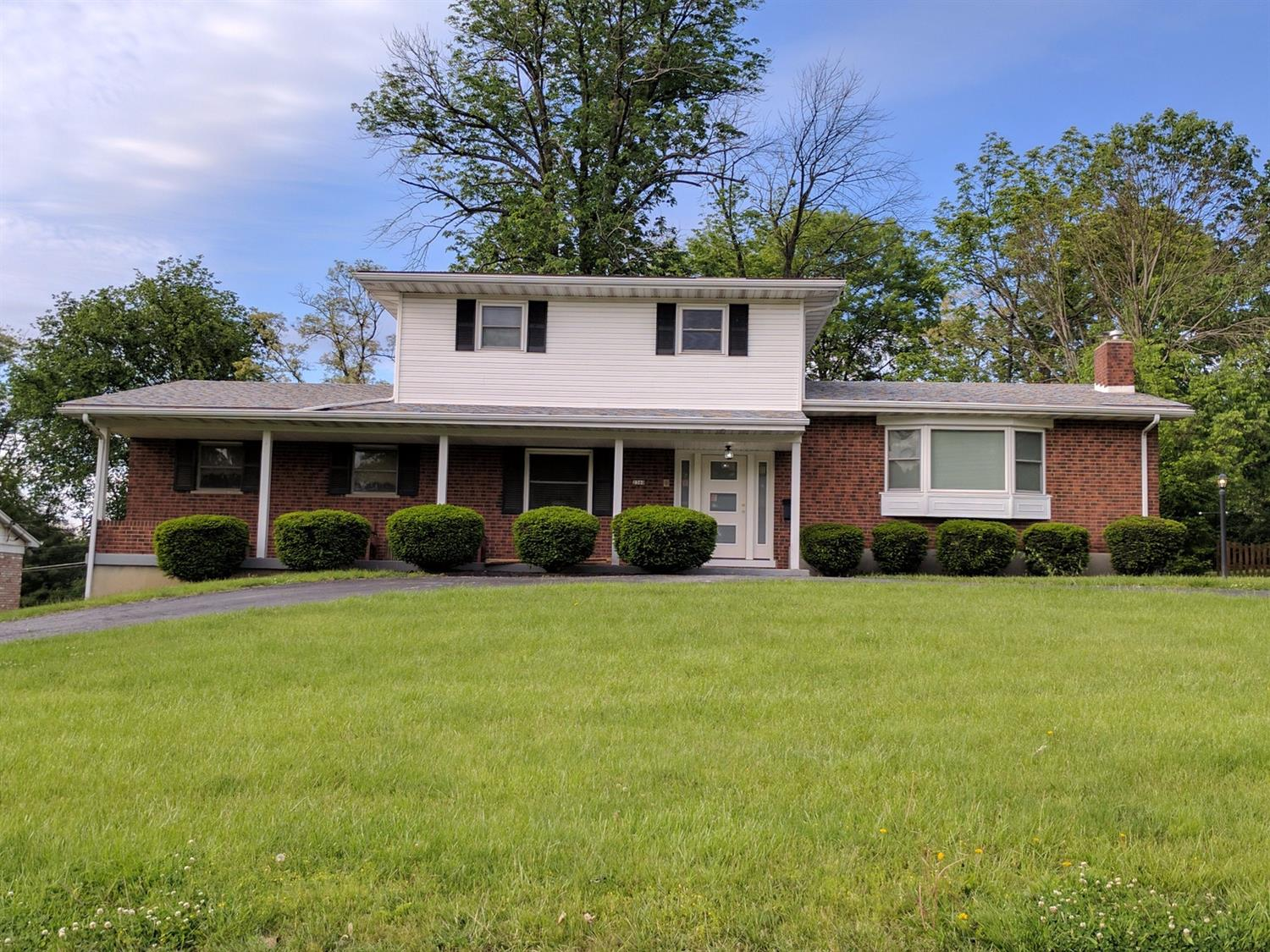 2360 Larkfield Dr Amberley, OH
