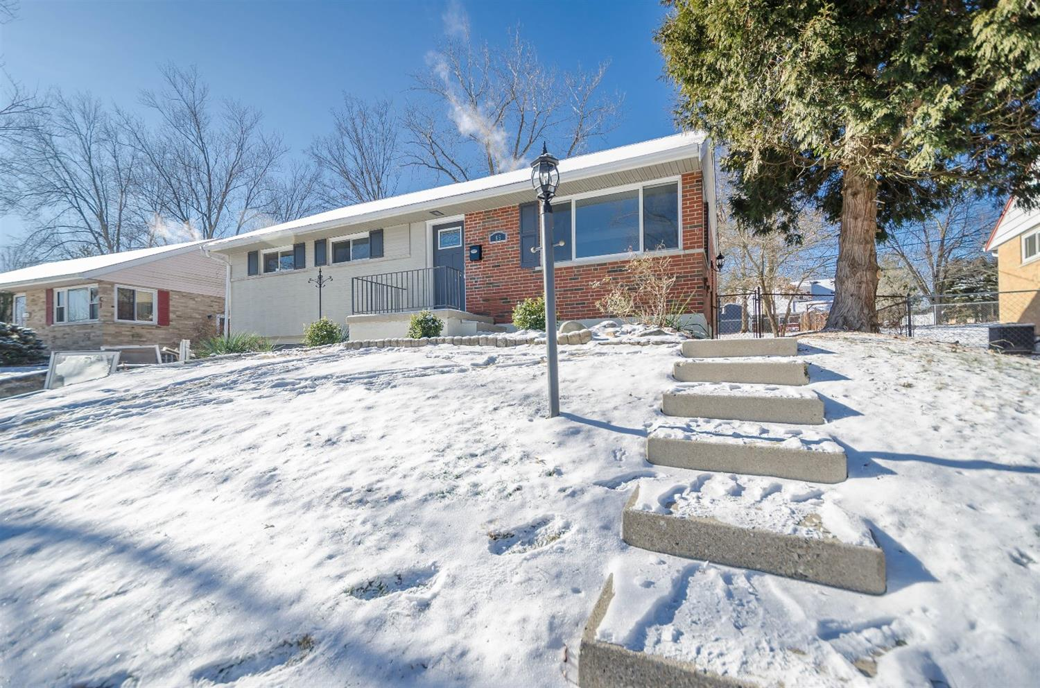 65 Illona Dr Greenhills, OH