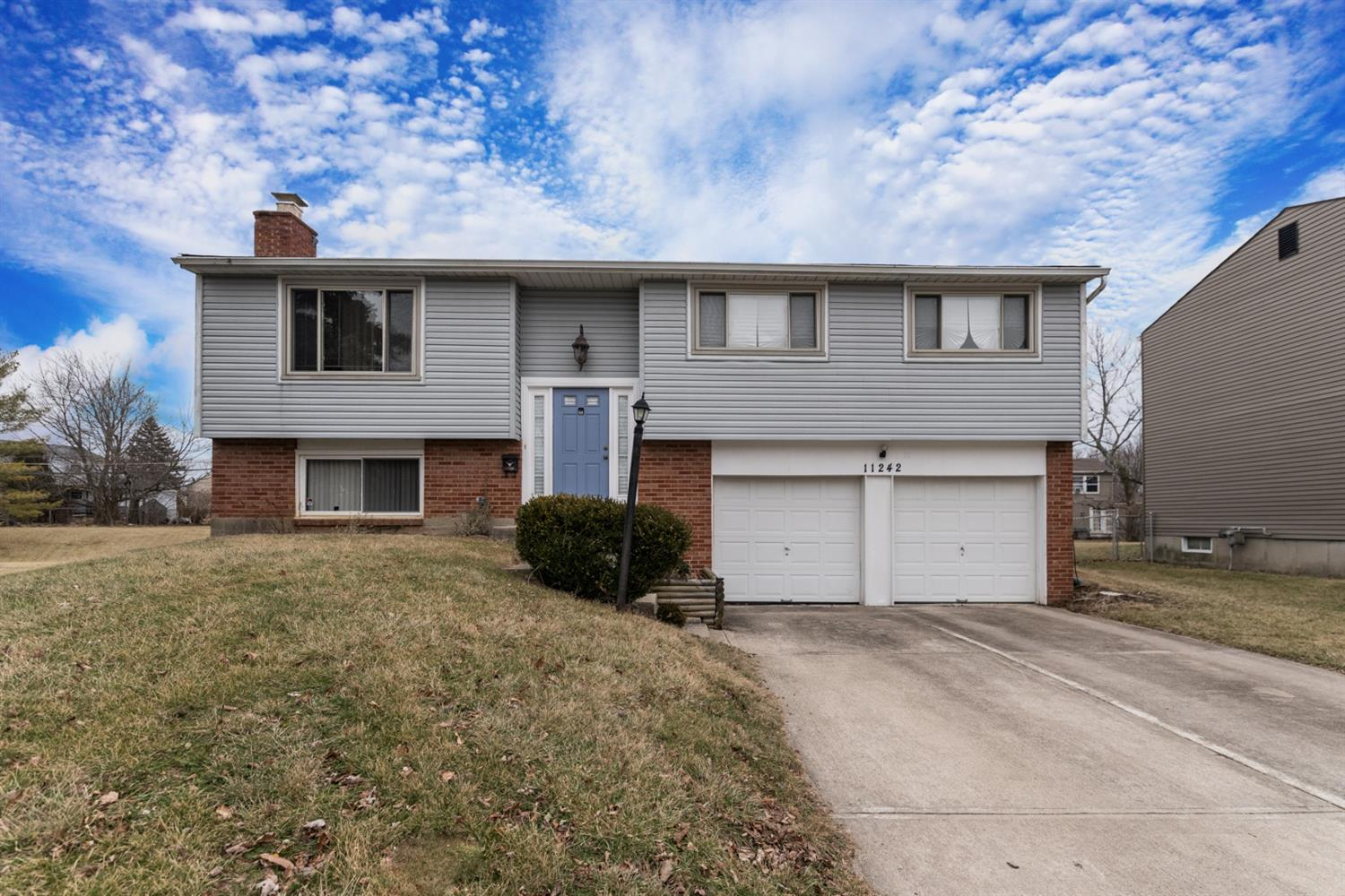 11242 Logenberry Cir Forest Park, OH