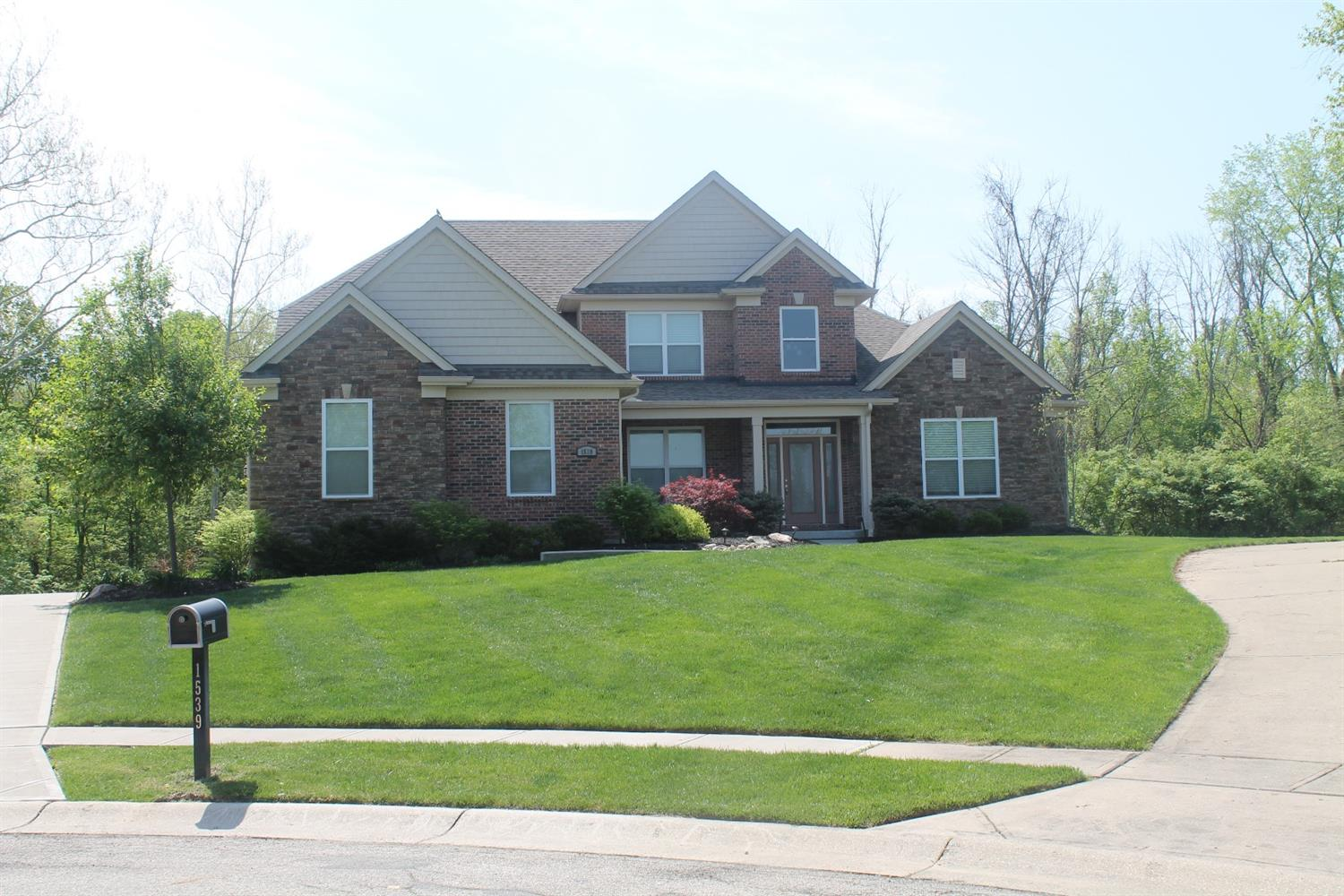1539 Woodbridge Ct Forest Park, OH