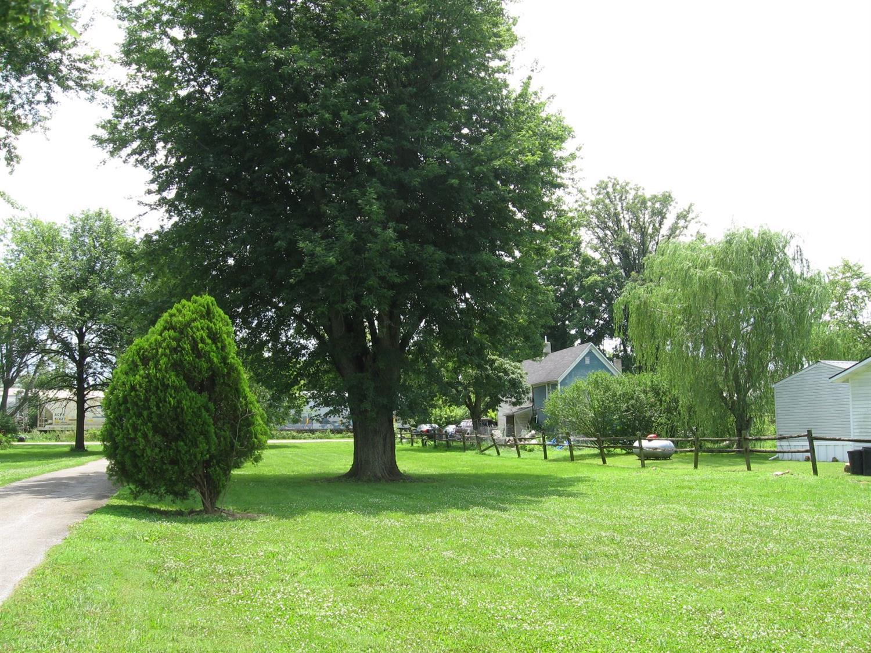186 E Park St