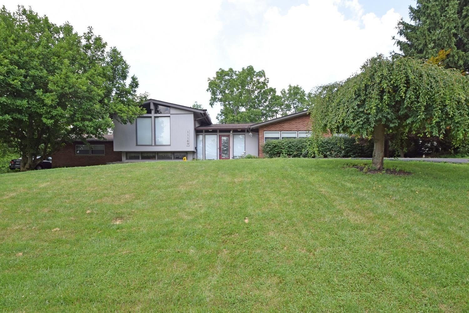 11169 Embassy Dr Forest Park, OH
