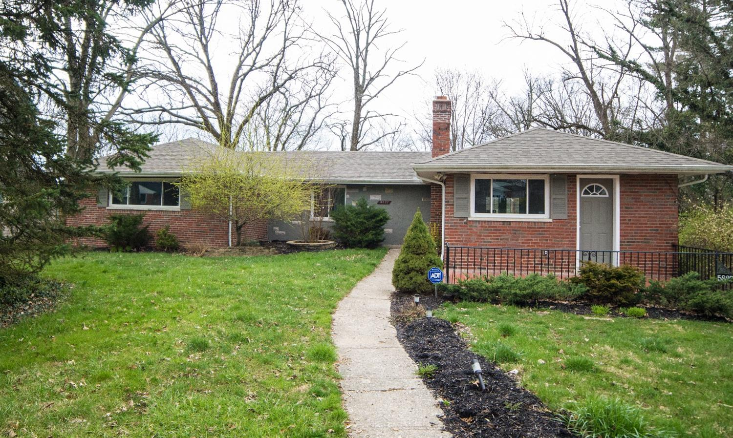 5827 Kinoll Ave Kennedy Hts., OH