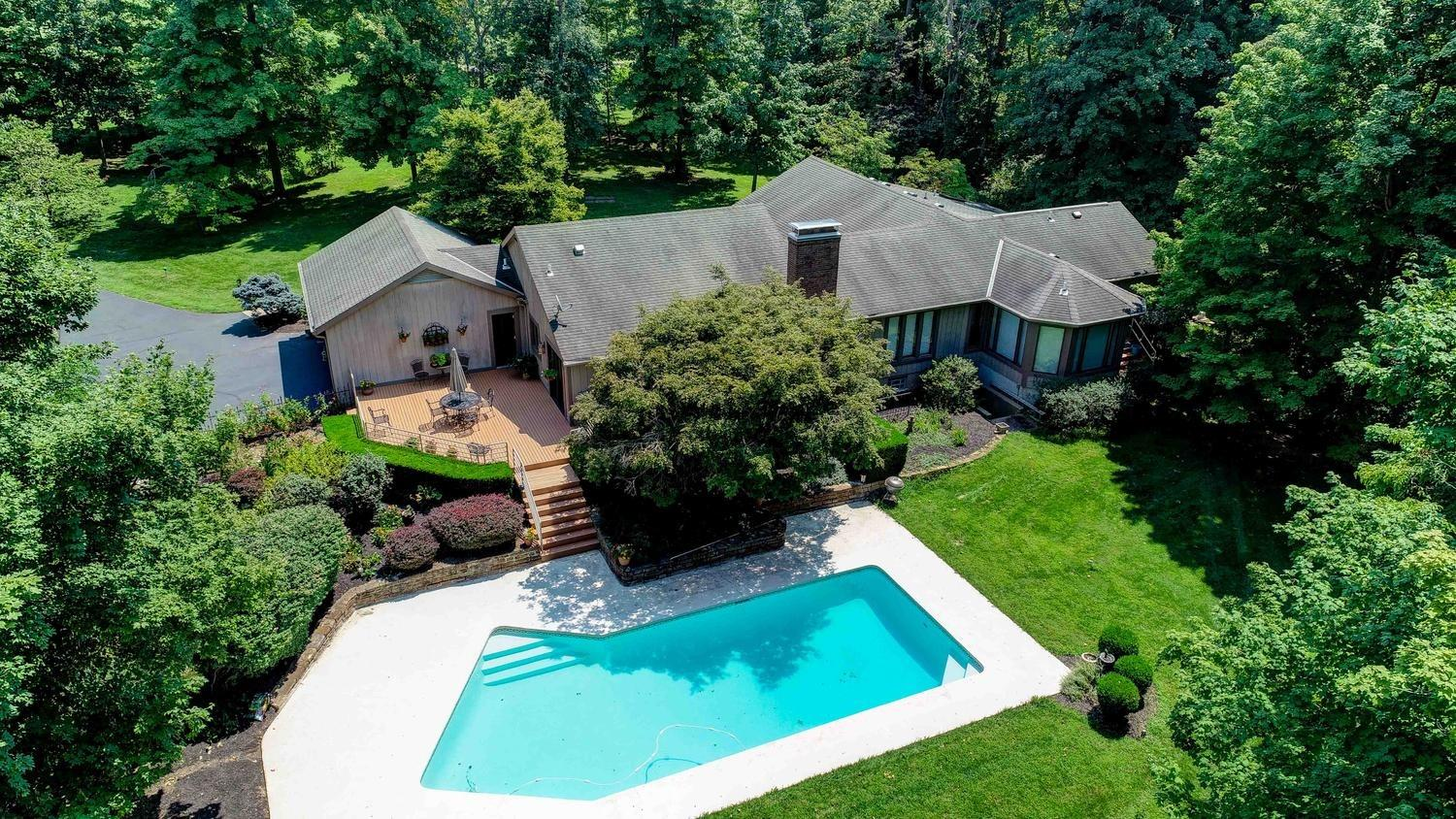 Photo 3 for 26 Locust Hill Rd Pierce Twp., OH 45245