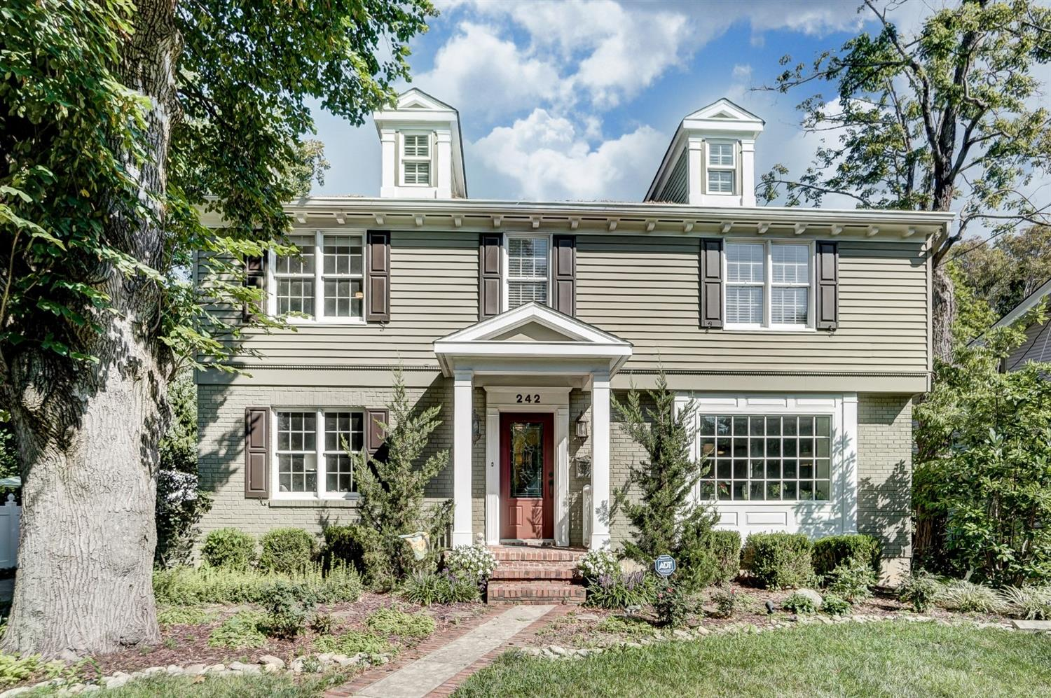 242 Elm Ave Wyoming, OH