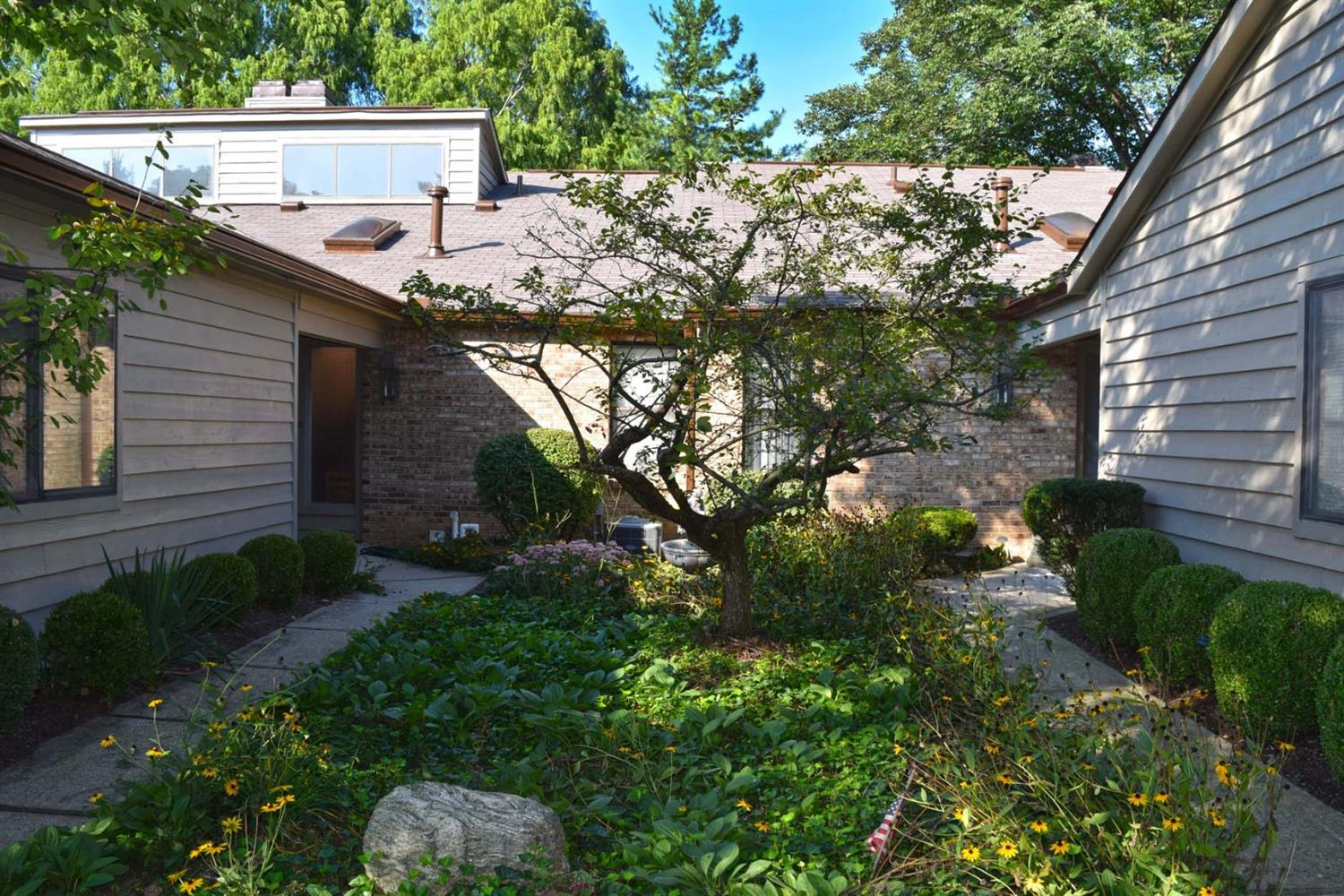 21 Rolling Hills Ct Wyoming, OH