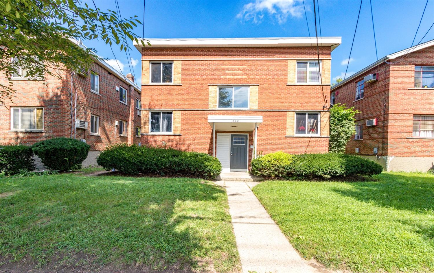 1582 Crest Hill Ave Roselawn, OH
