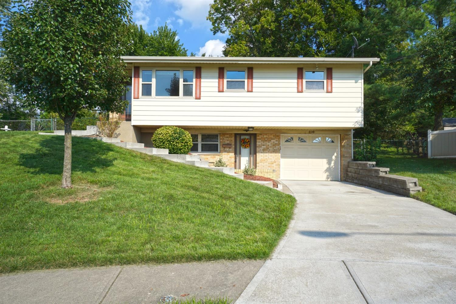 116 Biscoe Dr Reading, OH