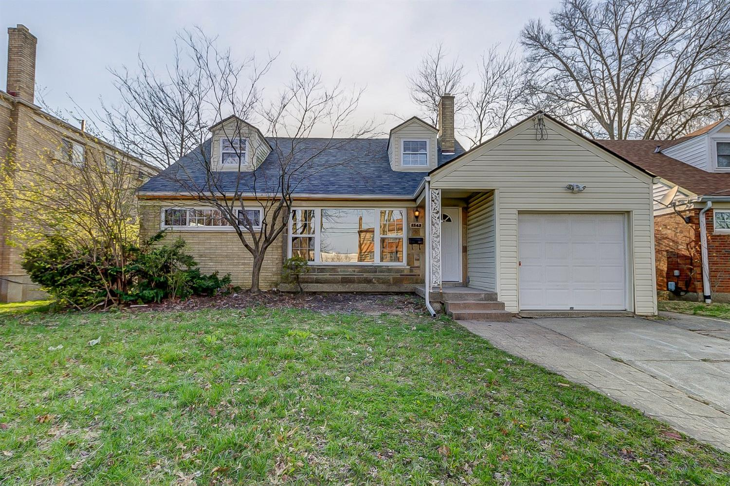 8563 Cottonwood Dr Finneytown, OH