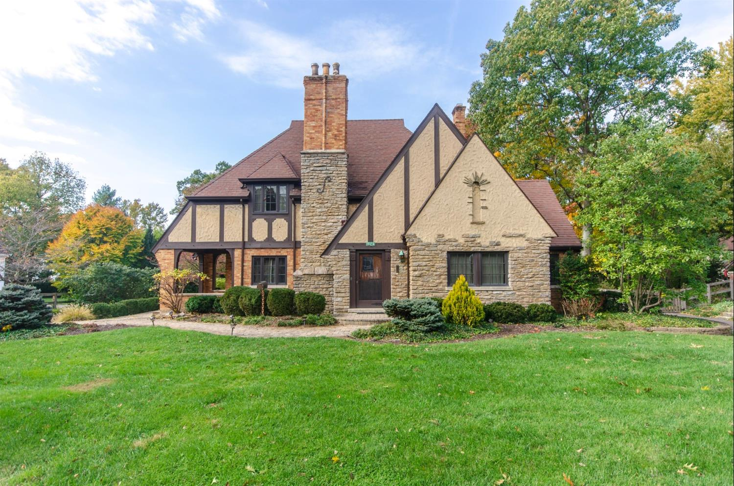 6243 Orchard Ln Pleasant Ridge, OH