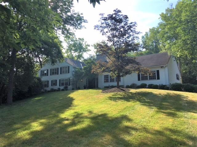 2 Ault Ln Glendale, OH