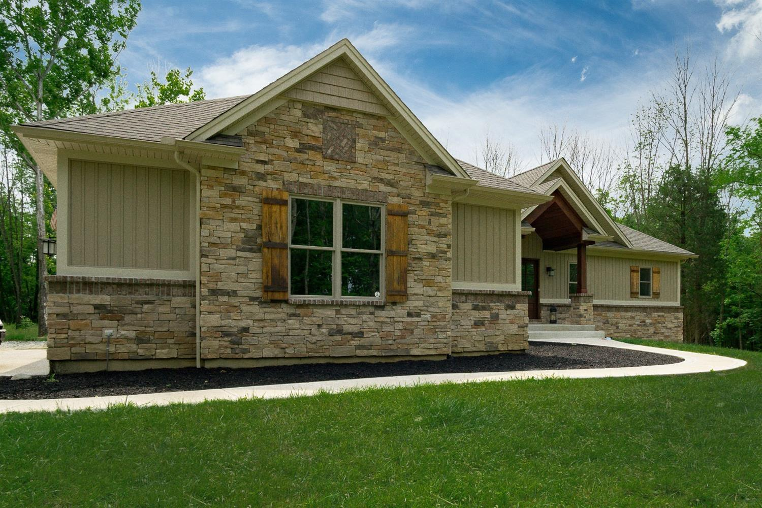 619 N Mound Rd Chester Twp, OH