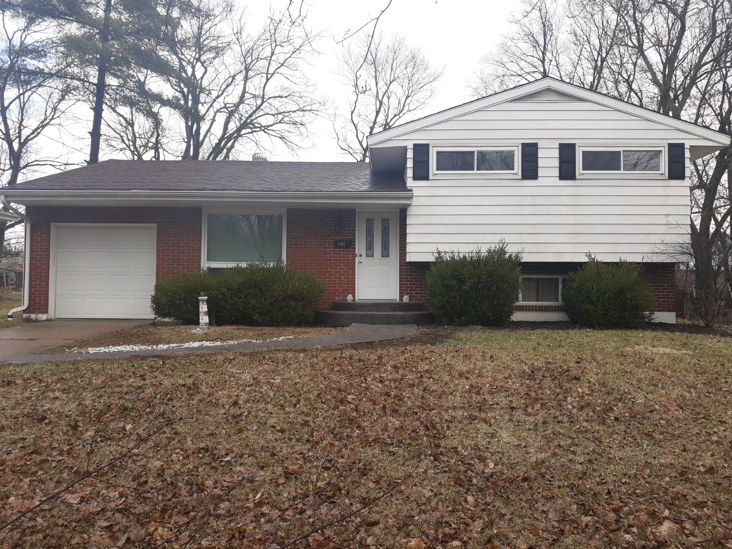 11415 Rose Ln Forest Park, OH