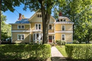134 E Mills Ave Wyoming, OH