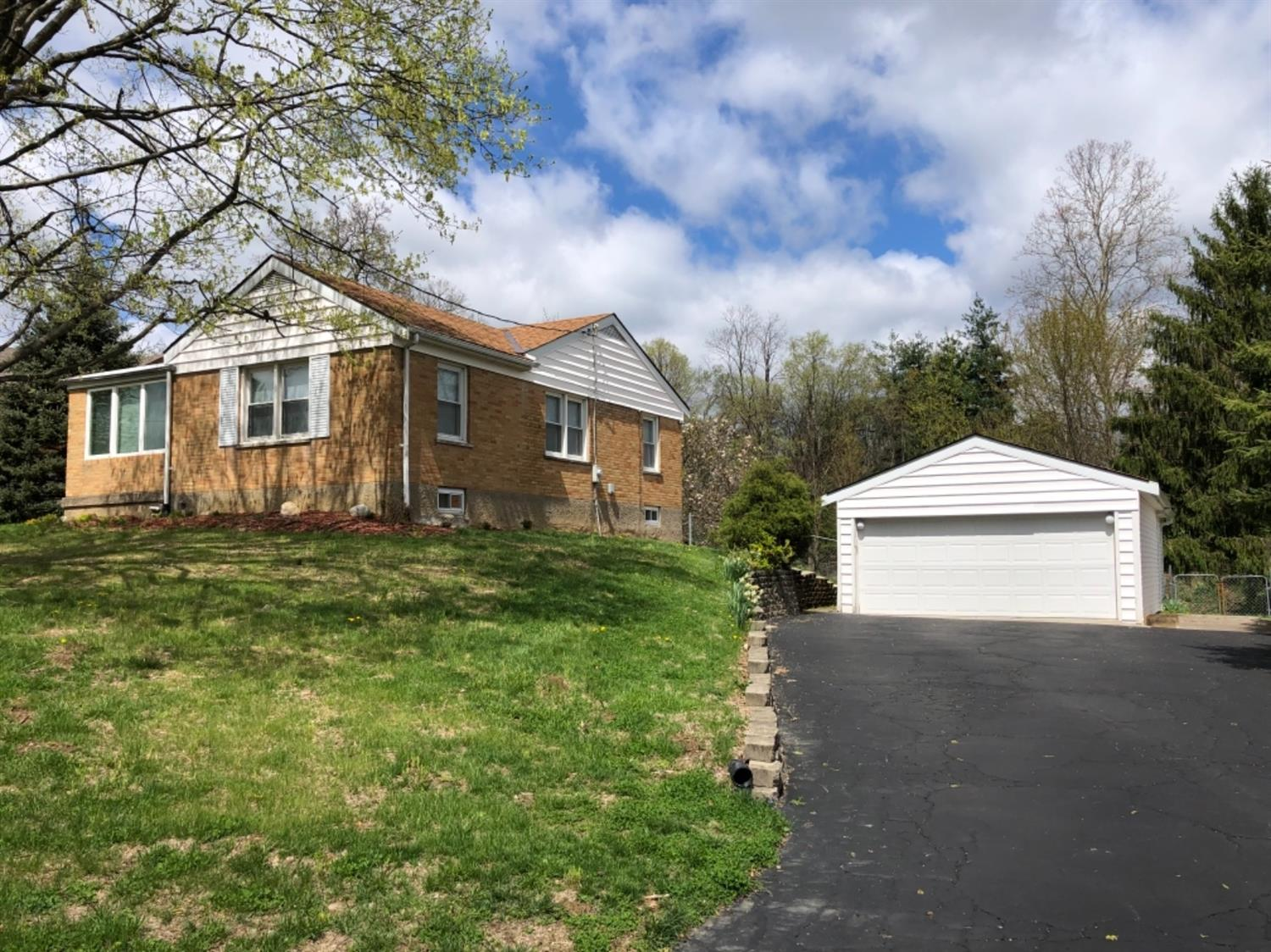 Photo 2 for 7102 Willowdale Dr Green Twp. - Hamilton Co., OH 45248