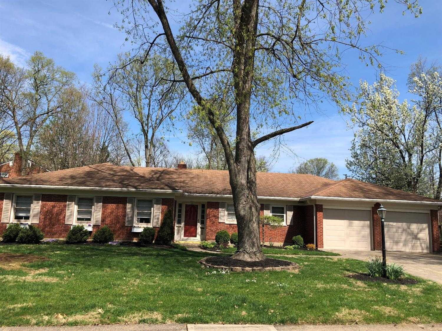 1510 Oak Knoll Dr North College Hil, OH