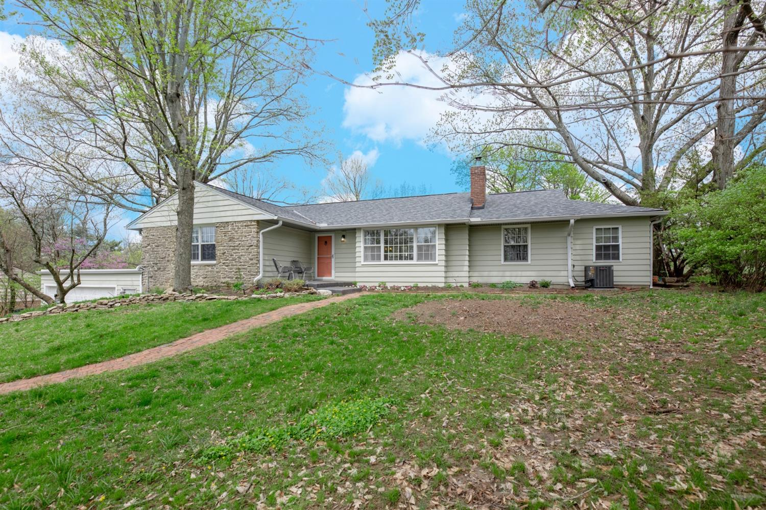 Photo 2 for 560 Beechtree Dr Finneytown, OH 45224