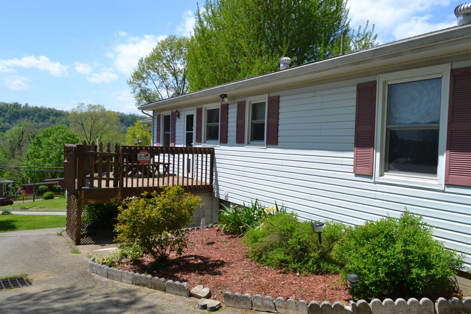 Photo 2 for 870 Market St Huntington Twp., OH 45101
