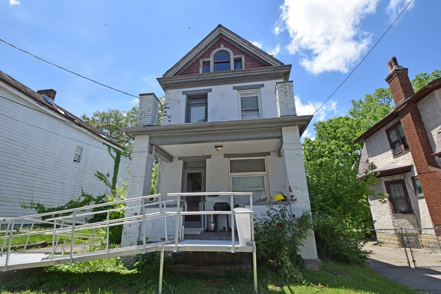 1223 Purcell Ave Price Hill, OH