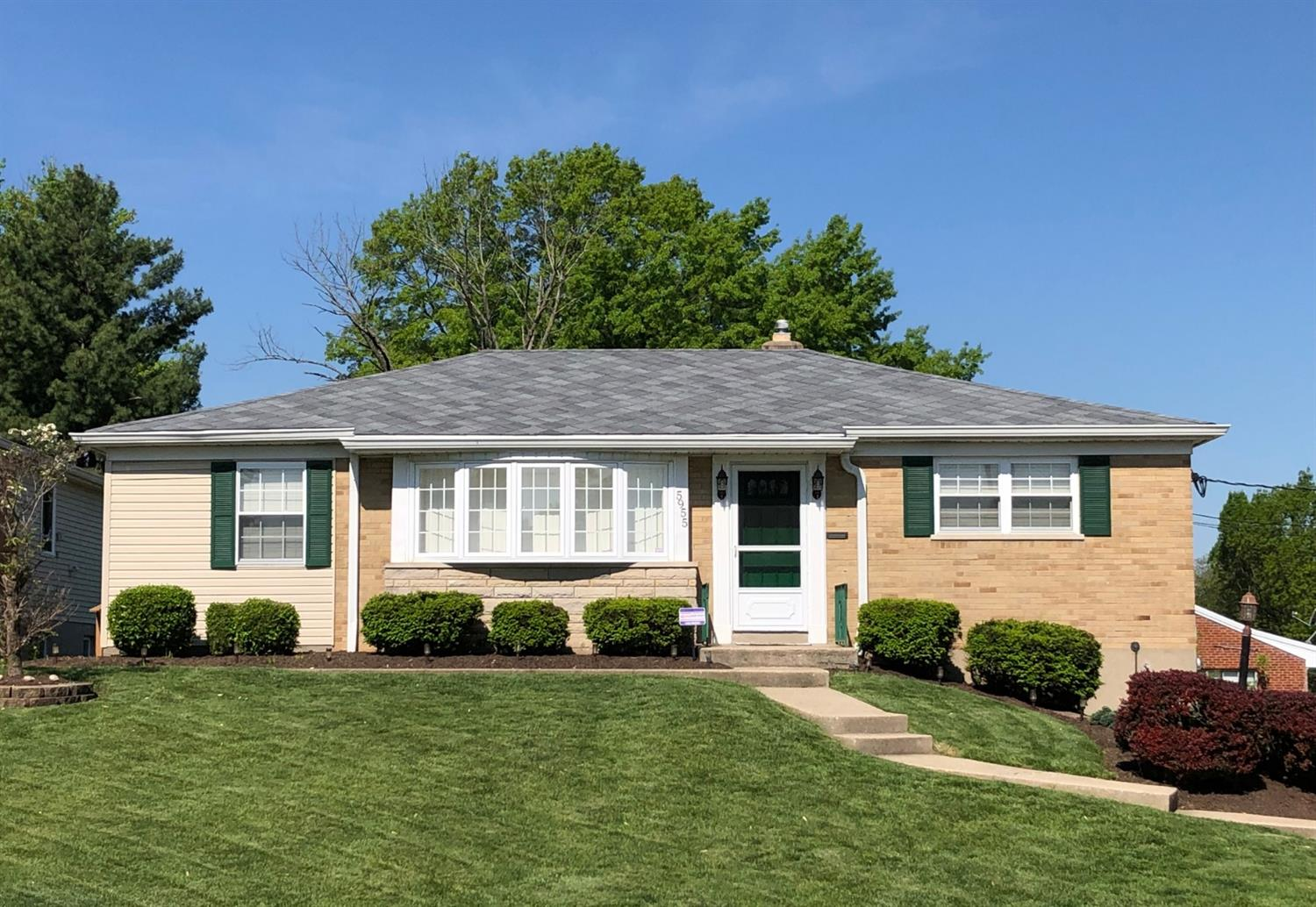 5955 Giffindale Dr White Oak, OH