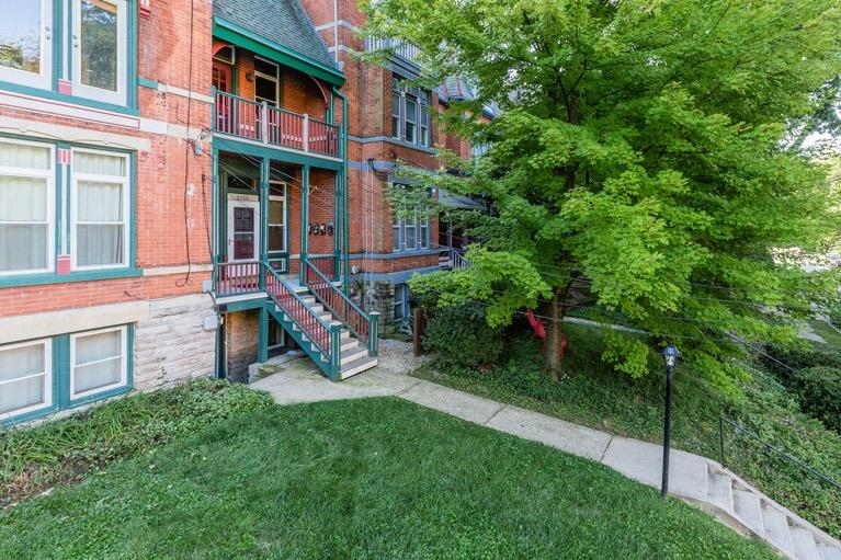 Photo 2 for 2118 St James Ave, 2 Walnut Hills, OH 45206
