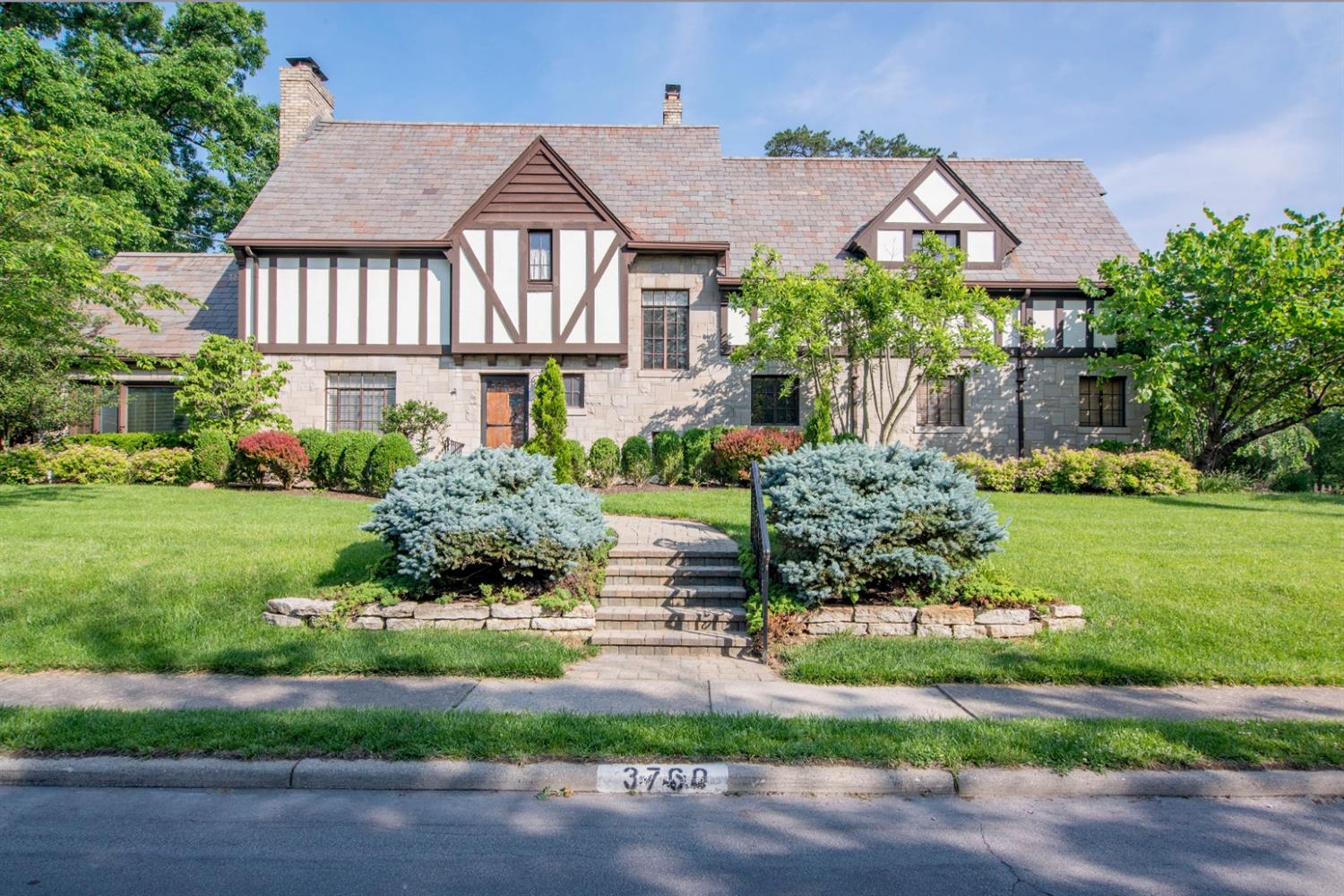 3760 Earls Court View