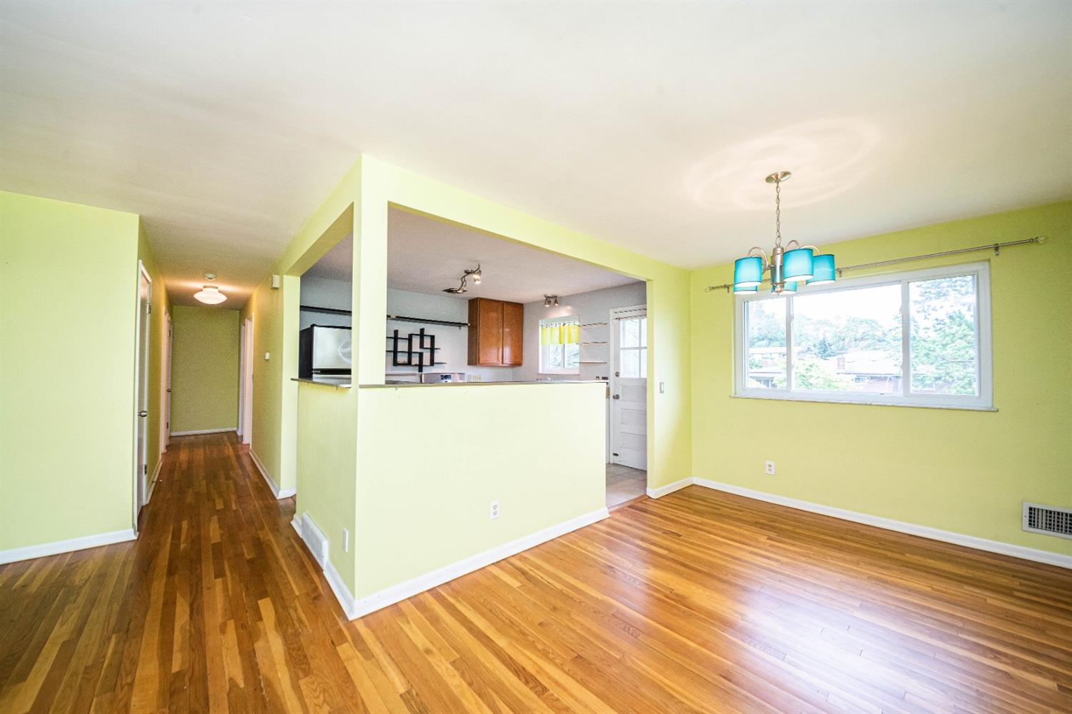 Photo 3 for 3621 Fieldcrest Dr Westwood, OH 45211