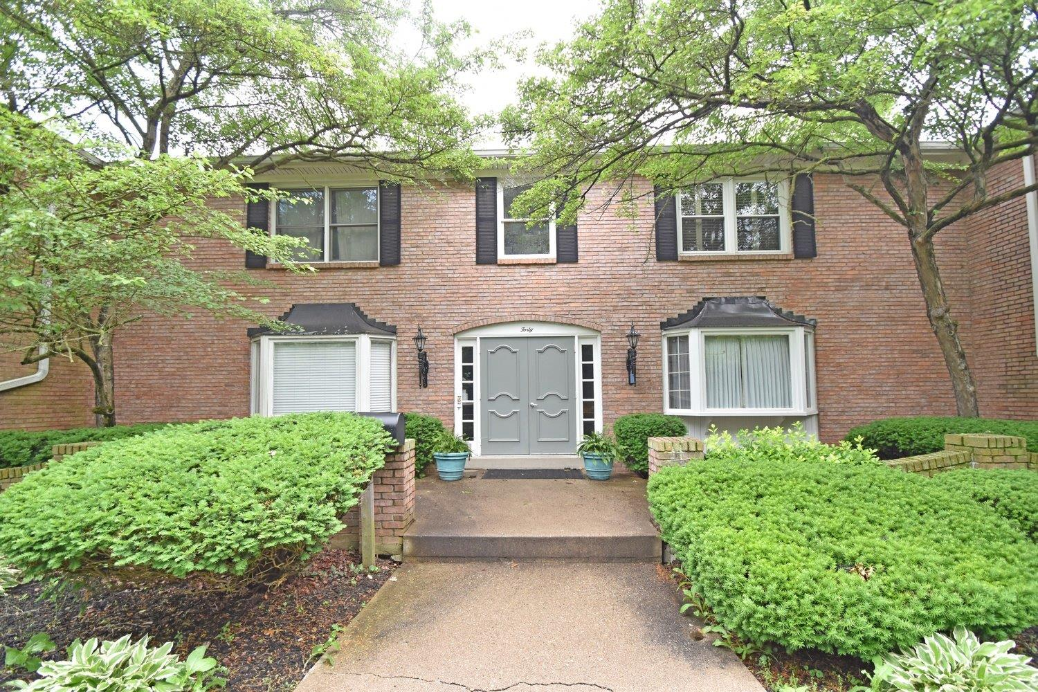 Photo 2 for 40 Sherry Rd, 4 Wyoming, OH 45215