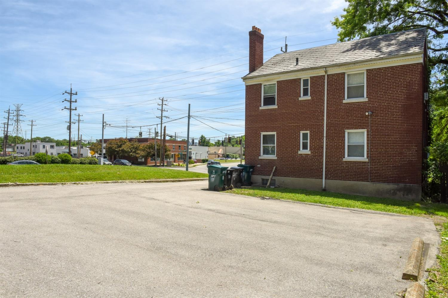 Photo 3 for 3938 Brotherton Rd Oakley, OH 45209