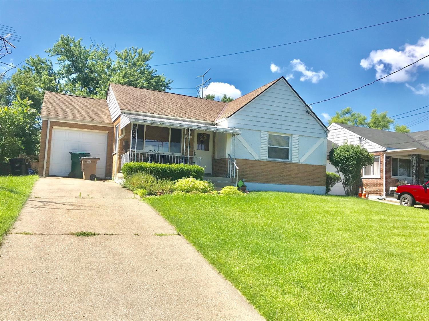 Photo 2 for 1813 Colmar Ln Roselawn, OH 45237