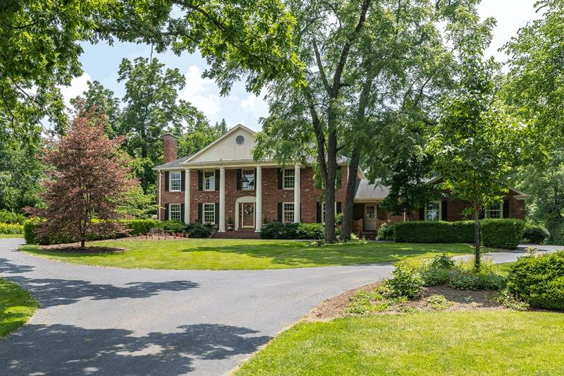 9 Albion Ln Glendale, OH