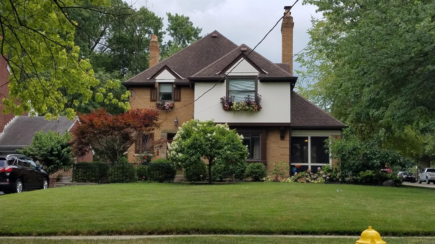 1561 Oak Knoll Dr North College Hil, OH