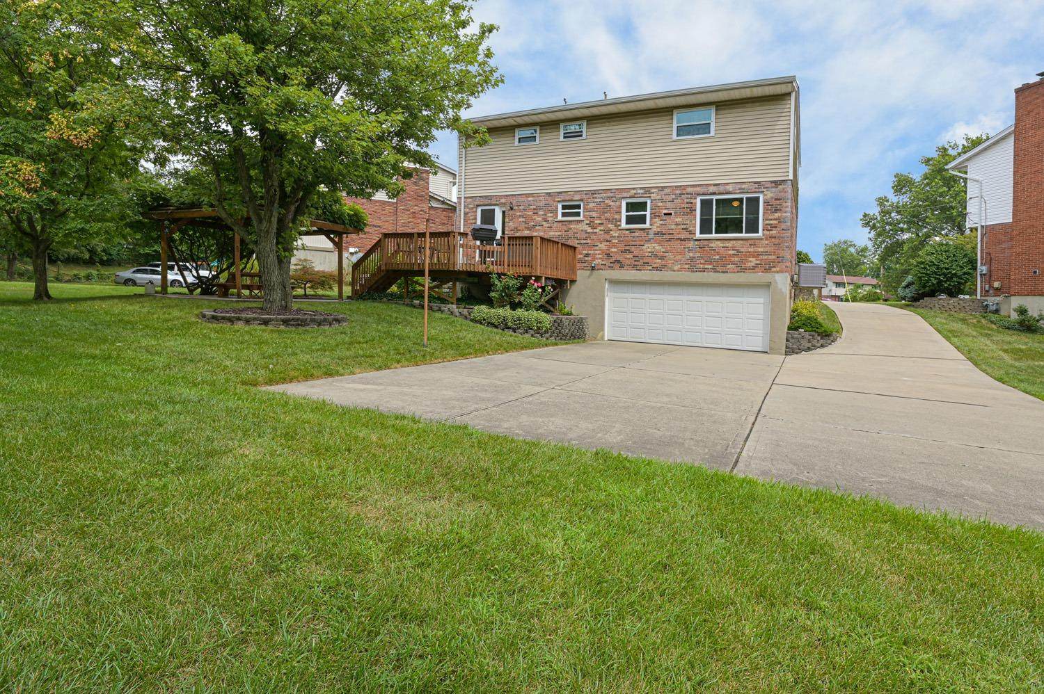 Photo 2 for 3199 Sunnyhollow Ln Monfort Hts., OH 45239