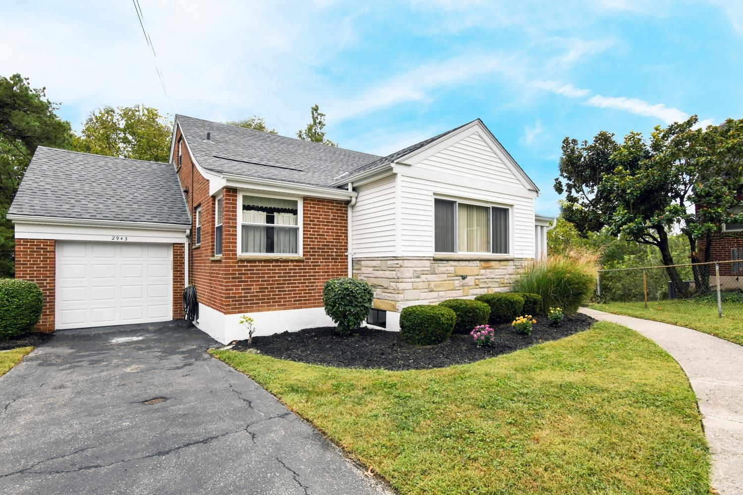 Photo 2 for 2943 Lawndale Ave Pleasant Ridge, OH 45212