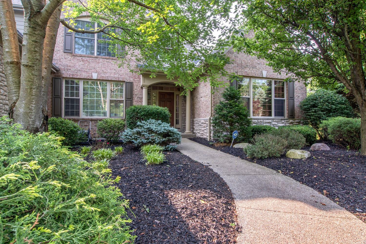 39 Chateau Valley Ln