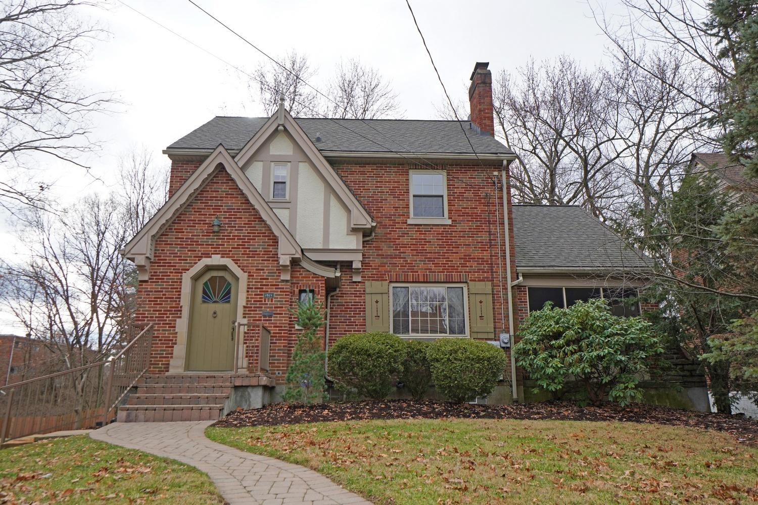 1521 Wittlou Ave College Hill, OH
