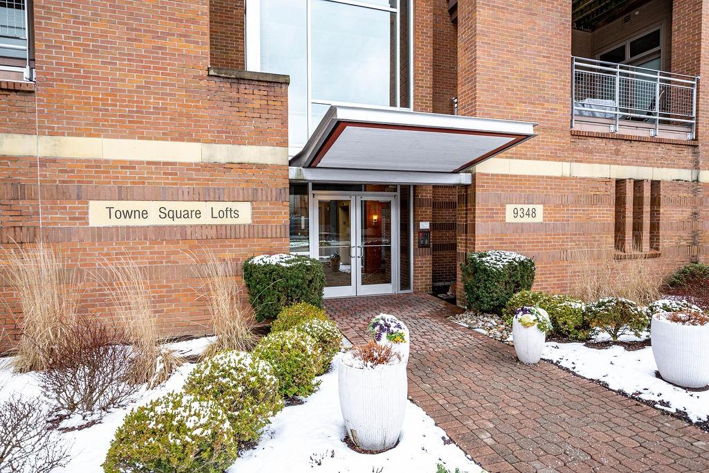 Photo 2 for 9348 Towne Square Ave #15 Blue Ash, OH 45242