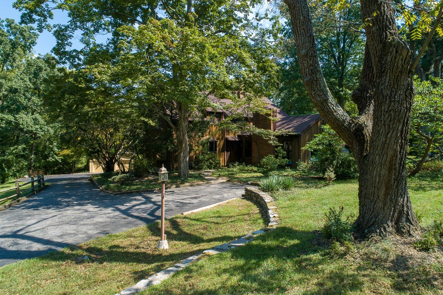 Photo 2 for 1118 Eversole Rd Anderson Twp., OH 45230