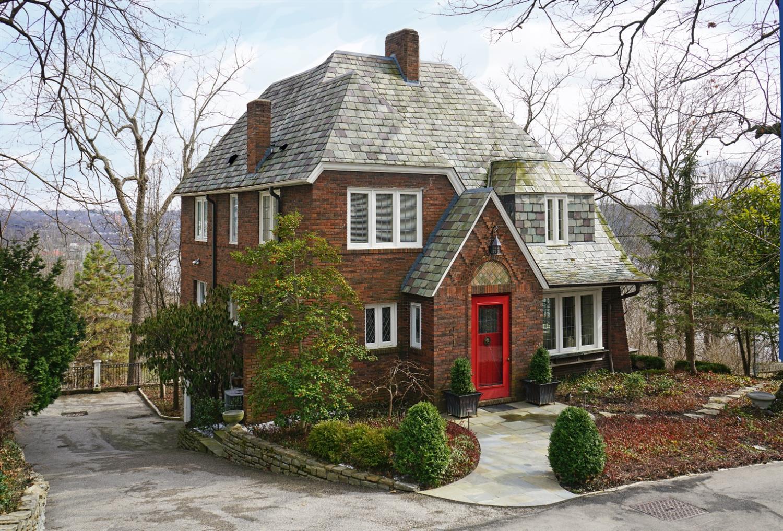1771 E McMillan St Walnut Hills, OH