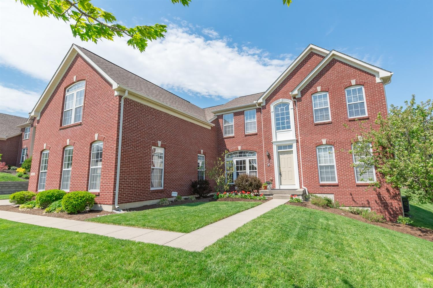 5824 Emerald Lake Dr Fairfield, OH