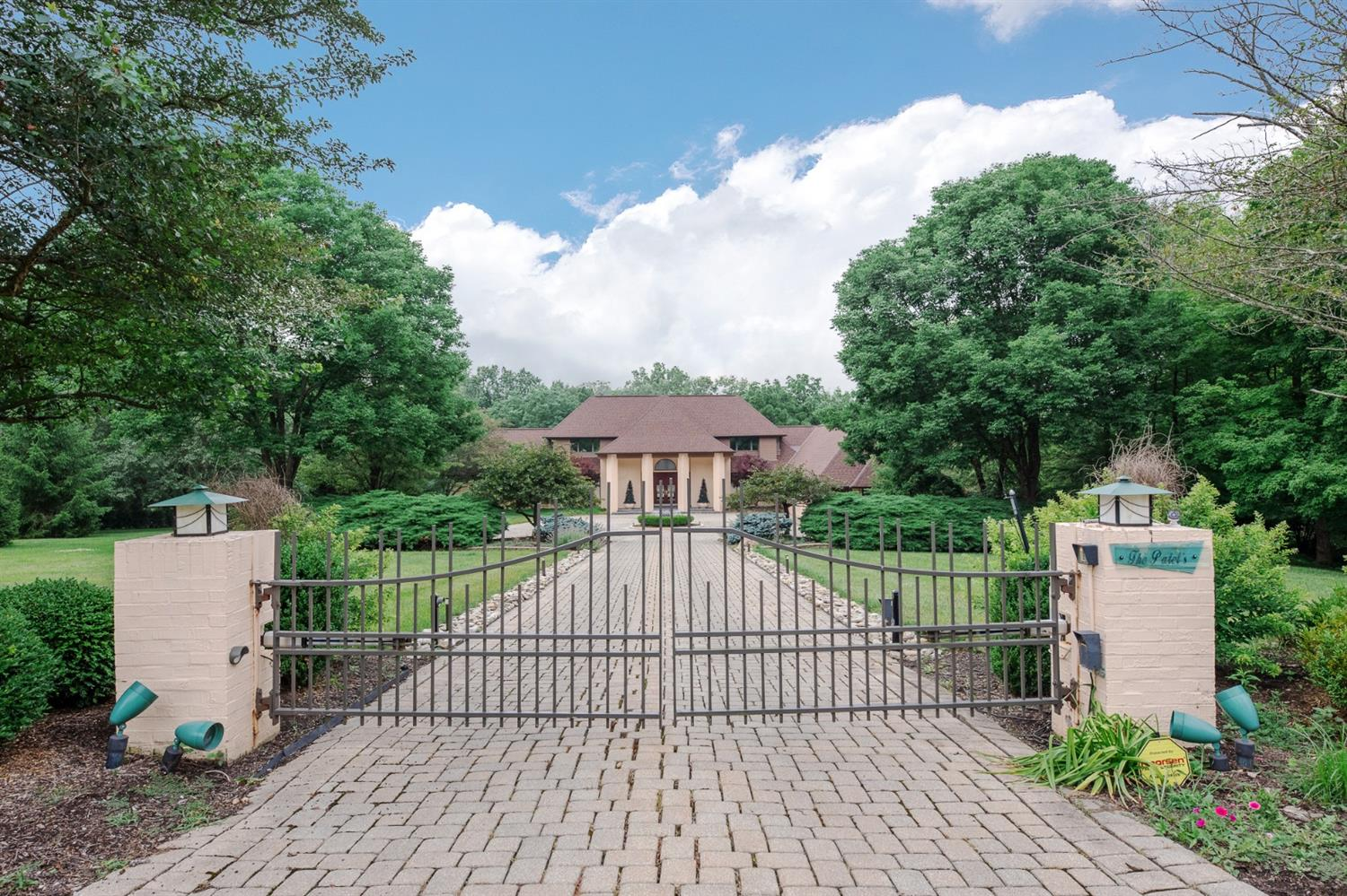 8380 Carolines Trl Indian Hill, OH