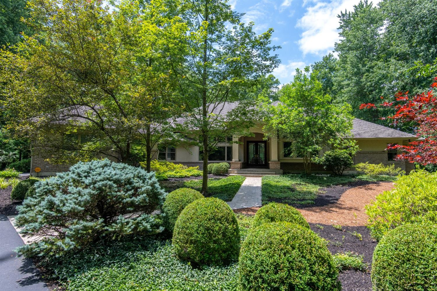 9040 Whisperinghill Dr Indian Hill, OH