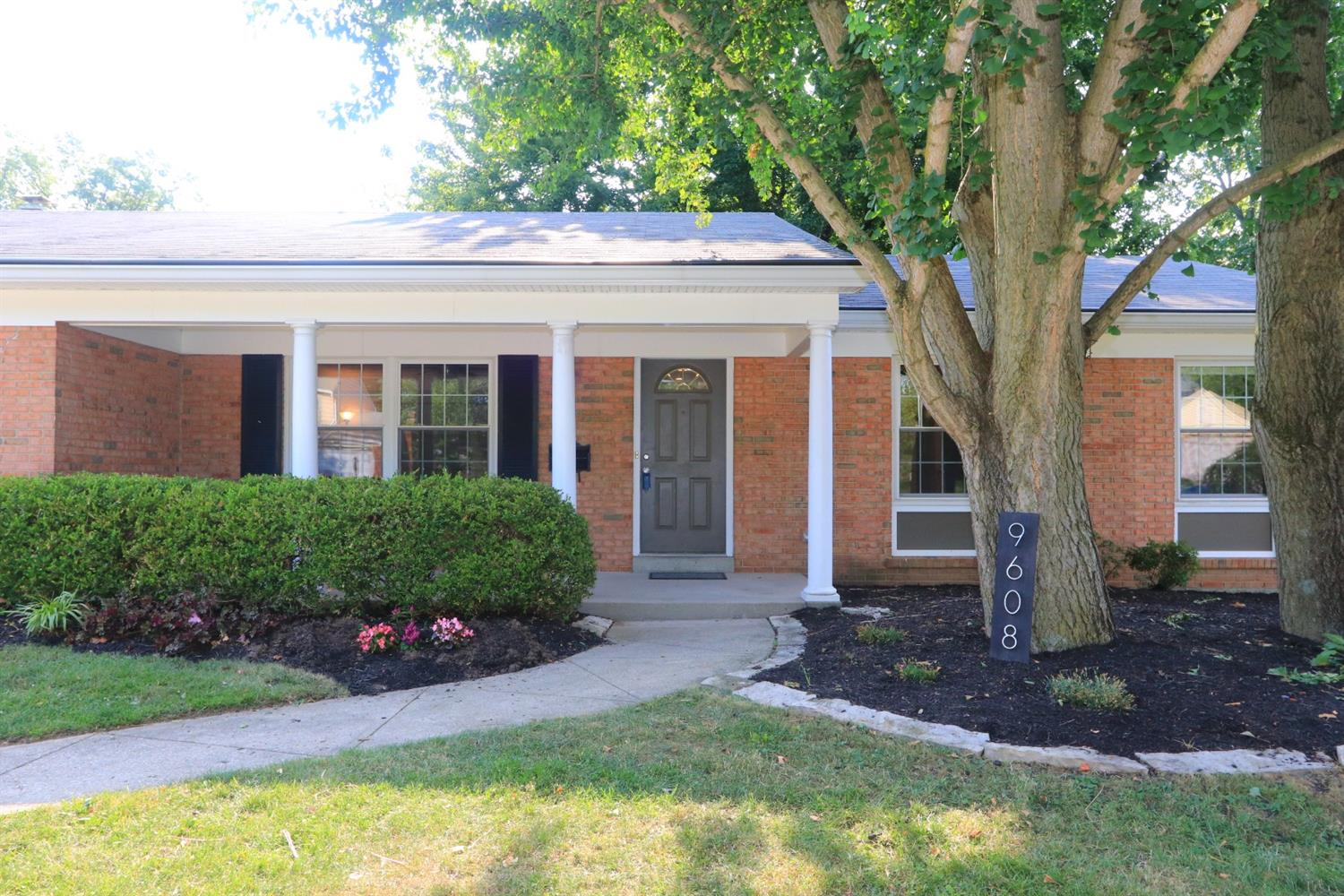 Photo 3 for 9608 Lansford Dr Blue Ash, OH 45242